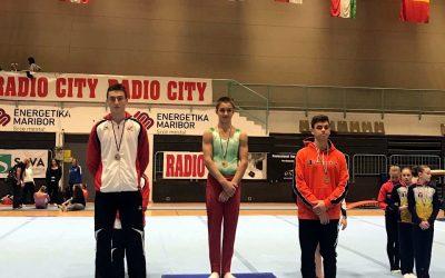 Даниел Трифонов със златен медал по спортна гимнастика