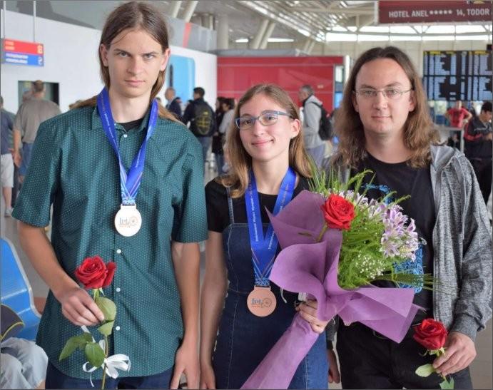 Два медала за ПЧМГ от Международната Олимпиада по Физика