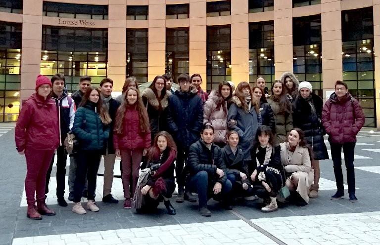 Група ученици от ПЧМГ представиха България в Европейския парламент
