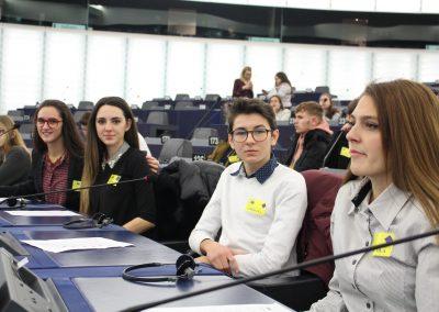 Група ученици от ПЧМГ представиха България в Европейския парламент 2020 галерия.