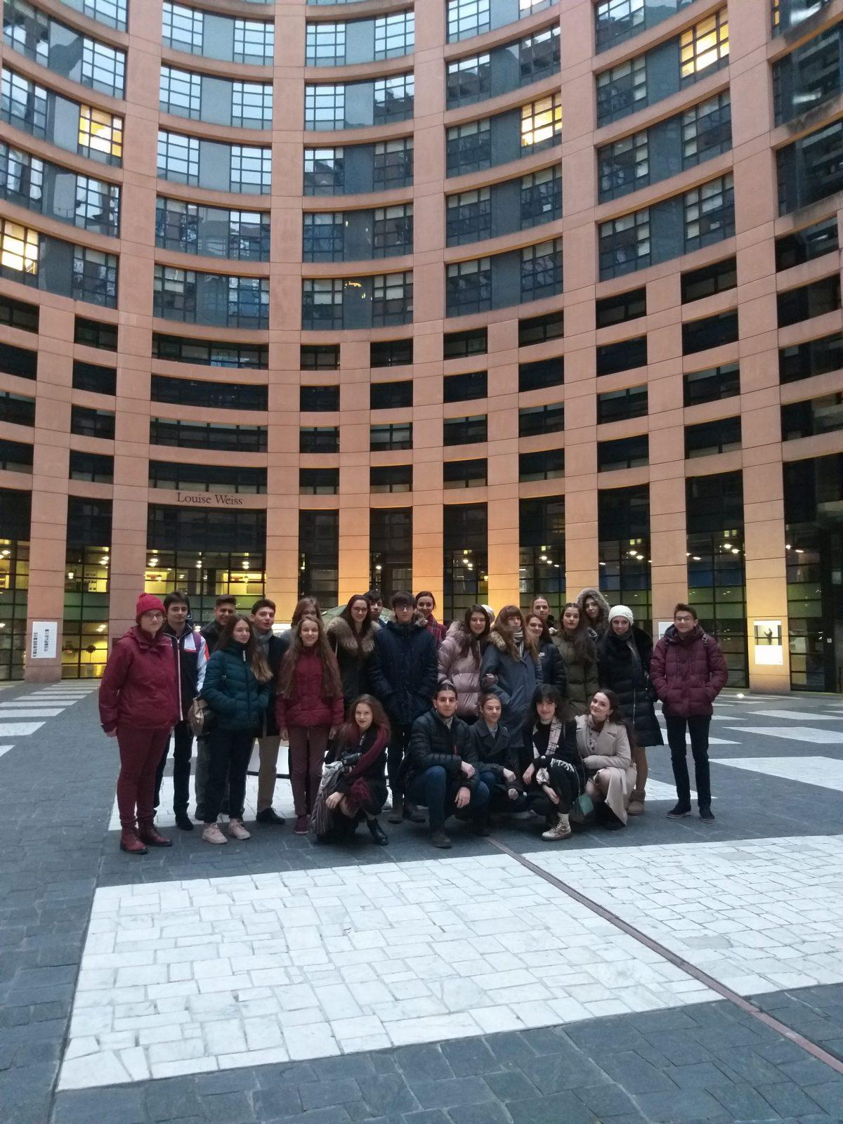 Пред сградата на европарламента в Страсбург